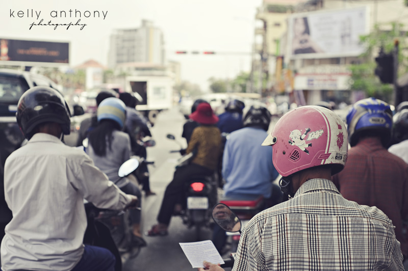 Phnom Penh traffic - motos